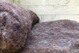 500 gram gewassen kaardvlies - Dassenkop (moorit)_