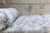 100 gram gewassen kaardvlies - Blauwe Texelaar (zilvergrijs)_