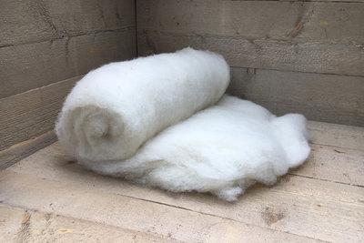 500 gram gewassen kaardvlies - Swifter (ivoorwit)