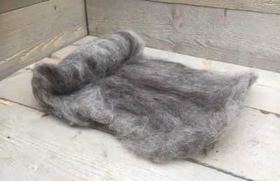 100 gram gewassen kaardvlies - Drents Heideschaap (grijs)