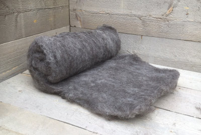 500 gram gewassen kaardvlies - Drents Heideschaap (grijs)