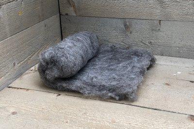 100 gram gewassen kaardvlies - Blauwe Texelaar (lichtgrijs)